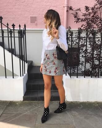 skirt floral skirt tumblr mini skirt grey skirt floral boots black boots ankle boots shirt white shirt bag