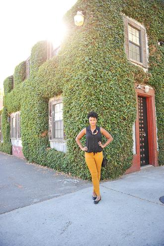 the lipstick giraffe blogger top jewels ballet flats skinny pants mustard pants shoes