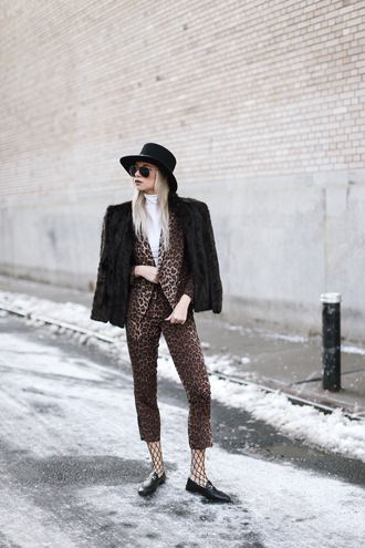 jacket tumblr black jacket fur jacket faux fur jacket black fur jacket blazer matching set printed blazer pants leopard print printed pants cropped pants tights net tights fishnet tights shoes black shoes loafers black loafers felt hat hat black hat sunglasses aviator sunglasses