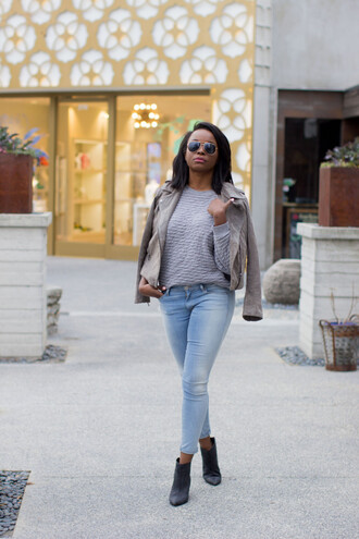 millennielle blogger grey sweater grey jacket acid wash jeans jacket sweater jeans shoes