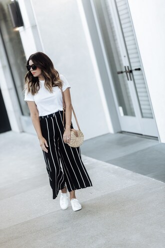 t-shirt cut-out back t-shirt stripped pants white sneakers round bag blogger blogger style wide legged pants crossbody bag
