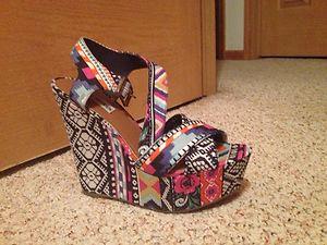4a8306d090 Steve Madden Winnona Aztec Printed Wedge Sandals Size 8 5 | eBay