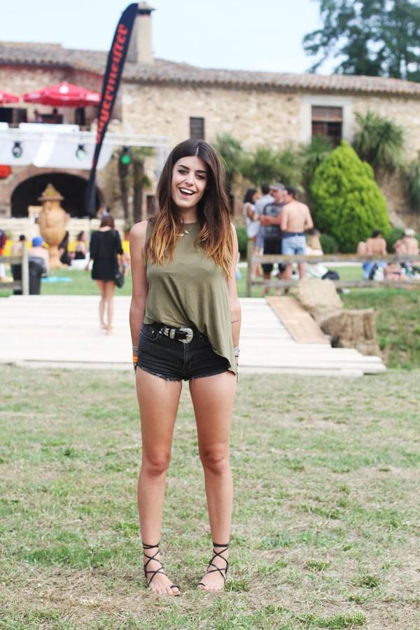 Dulceida belt shoes festival boho hipster summer outfits nastygal denim shorts sandals ...