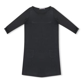 Ultra tendance, cette robe noire s'annonce comme l'incontournable de la saison!