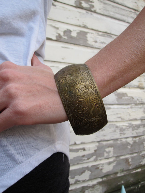 Vintage 80s Indian Etched Floral Bangle by shopjujus on Etsy