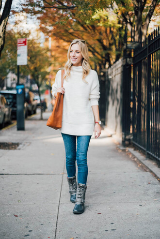 katie's bliss - a personal style blog based in nyc blogger sweater jeans bag jewels shoes tote bag white sweater boots skinny jeans