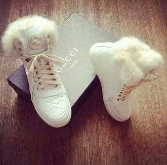 shoes fluffy white shoes gucci high top sneakers white sneakers furry boots gucci sneakers gucci shoes white gucci sneaker sneakers beautiful shoes gucci shoes with fur inside fur white winter shoes winter boots