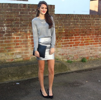 peexo blogger grey sweater silver mini skirt pouch