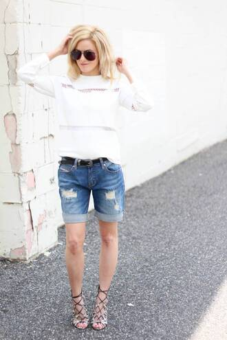 kim tuttle the knotted chain - a style blog by kim tuttle blogger shorts jeans sweater shoes bag belt