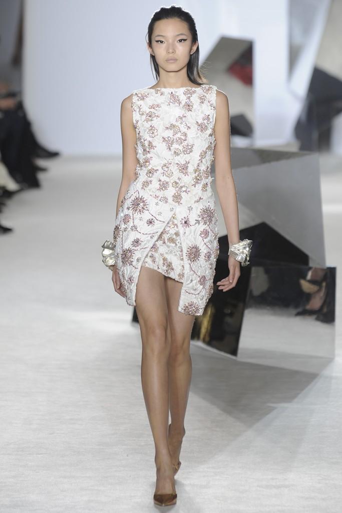 White color giambattista valli couture spring 2014 dress (6)