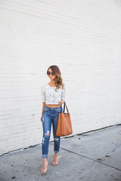 lace and locks,blogger,ripped jeans,white crop tops,tote bag,top,jeans,shoes,bag,sunglasses