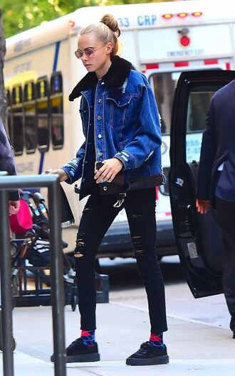 jacket jeans cara delevingne sneakers fall outfits streetstyle model off-duty