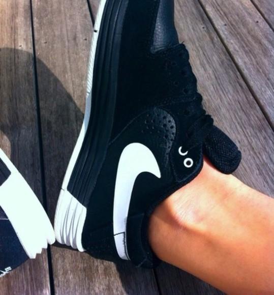 black shoes nike