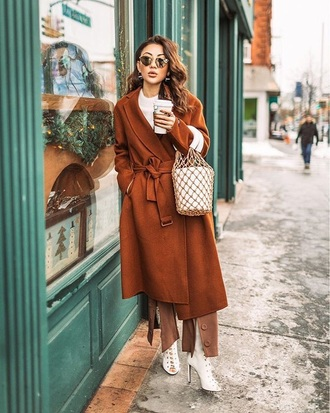 bag net bag coat brown coat sunglasses shoes whites shoes monochrome outfit high heels heels