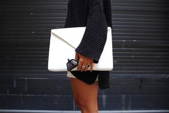 bag white sweater crystal fashion fashionista ring purse jacket shades sunglasses round shape lennons bag white purse shoes whitebag whitepurse accessories cardigan black oversized sweater