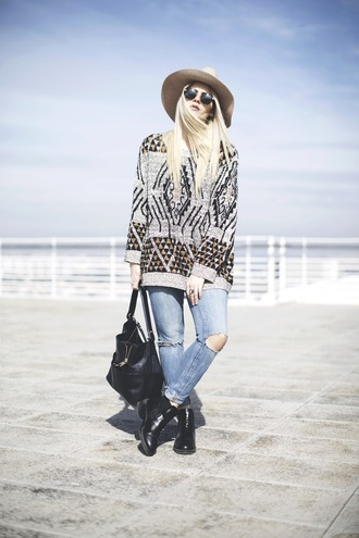 room91 blogger hat oversized sweater ripped jeans knitted sweater chelsea boots sweater jewels jeans bag sunglasses shoes