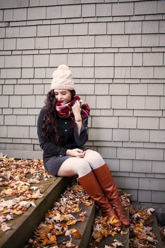 noelles favorite things blogger fall outfits boots fall colors knitted beanie brown leather boots shoes