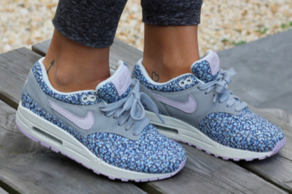 shoes nike nike air max flower air max liberty nike air 1 nike air nike running blue prints nike sneakers flowered#air#max#nike#clothes#style nike air max 1 blue flowers