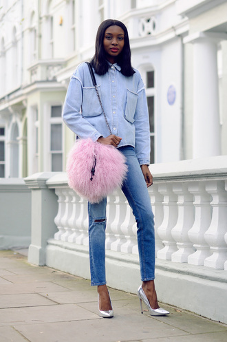 bisous natascha blogger bag denim shirt ripped jeans silver shoes fluffy pastel pink shirt jeans shoes