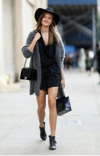 cardigan black black top black skirt black hat grey grey cardigan black bag boots black boots bag shoes