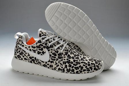 Leopard print nike roshe run for women / black white