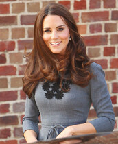 dress,kate middleton dress,kate,floral,classy,princess kate,wots-hot-right-now,kate middleton,formal dress,formal,grey,flowers,pleated,elegant