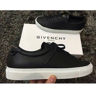 shoes sneakers black black shoes black sneakers nike nike shoes nike sneakers sportswear sports shoes sports sneakers leather leather sneakers style cool cool style menswear womens fashion fashion moda