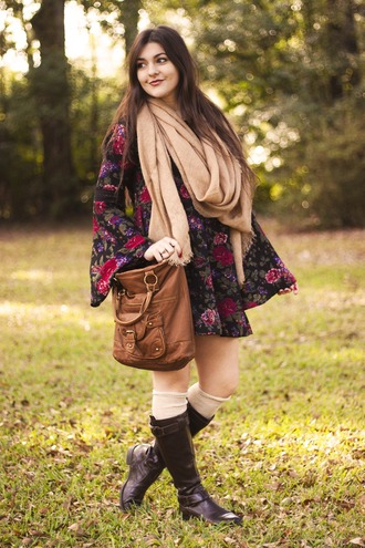 carly maddox blogger dress scarf hippie camel riding boots leather bag