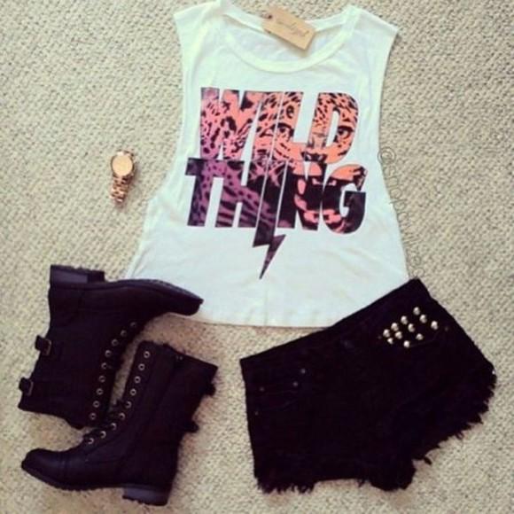 top t-shirt shorts boots wihte black white shoes