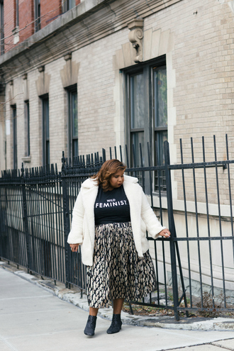 andigetdressed blogger t-shirt coat skirt plus size midi skirt white coat ankle boots black t-shirt plus size top curvy