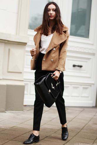 the fashion cuisine blogger jacket top bag jewels camel oxfords