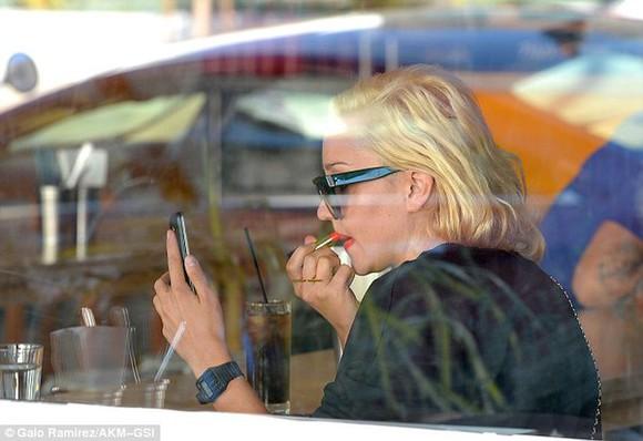 phone make-up lipstick lipstick shade mobile phone