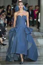 dress,bustier,bustier dress,denim,denim dress,runway,model,romee strijd,carolina herera,carolina herrera,NY Fashion Week 2016