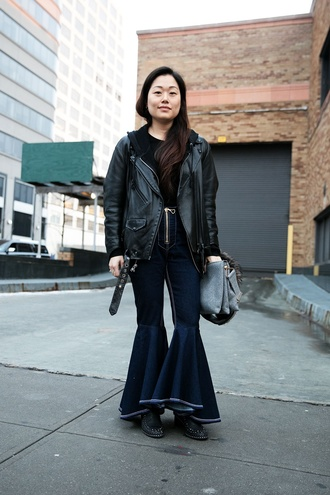 jeans nyfw 2017 fashion week 2017 fashion week streetstyle kick flare denim blue jeans blue jacket black jacket jacket black leather jacket leather jacket top black top bag grey bag