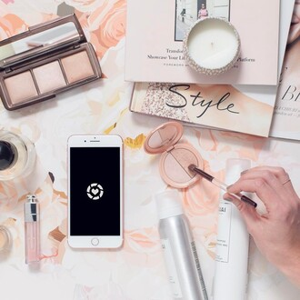 make-up apple hair care dior quay tumblr pink makeup brushes makeup palette highlighter lip gloss candle
