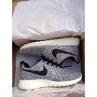 shoes nike nike running shoes nike shoes running shoes nike roshe run black and white white black dots cute nikes