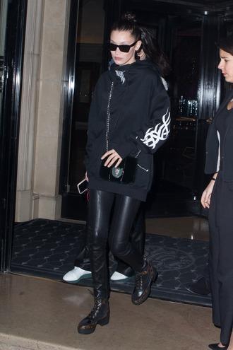 sweater bella hadid gigi hadid hadid sisters jumper paris fashion week black oversized sweater oversized streetstyle