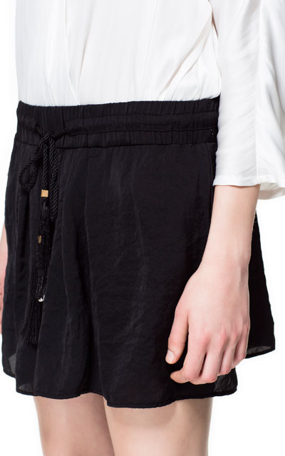 Flowing shorts with cord