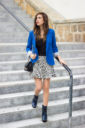 shoes and basics,blogger,jacket,t-shirt,bag,blue,animal print,boots,fall outfits