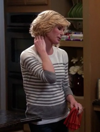 sweater julie bowen modern family claire dunphy white stripes casual