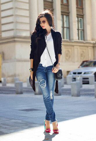 jeans white shirt blue blazer distressed denim jeans pink heels blogger sunglasses