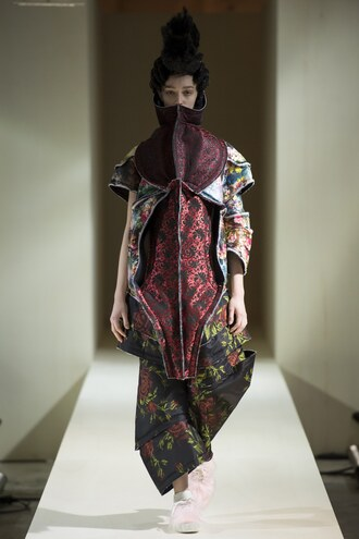 jacket paris fashion week 2016 fashion week 2016 runway model floral comme des garcons
