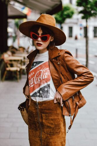 t-shirt blogger blogger style suede skirt sunglasses graphic tees women perfecto hat