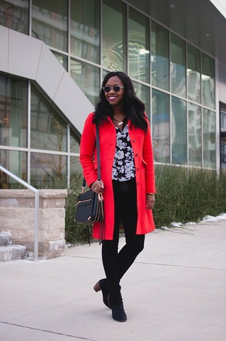 alicia tenise blogger blouse red coat black bag