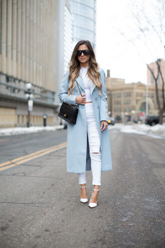 maria vizuete mia mia mine blogger white ripped jeans light blue blue coat white jeans blue long coat