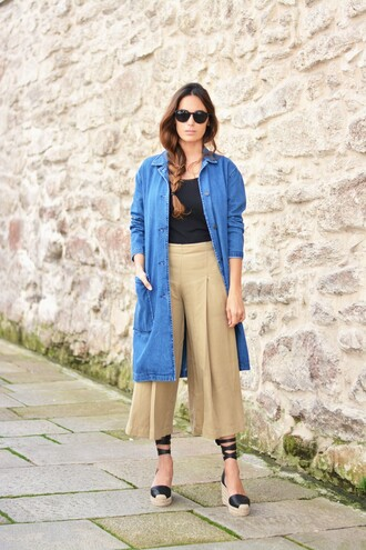 stella wants to die blogger sunglasses black top denim jacket wide-leg pants wedges lace up