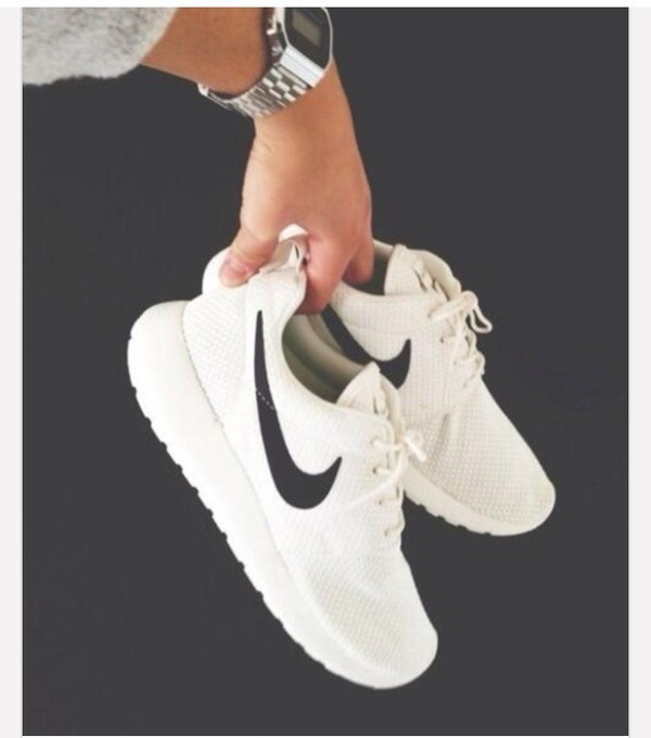 white womens roshe runs
