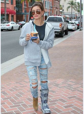 jeans hailey baldwin ripped jeans