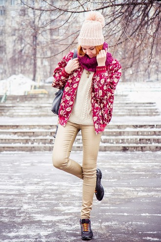 gvozdishe blogger knitted sweater winter outfits pom pom beanie floral sneakers