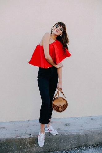 le fashion image blogger bag off the shoulder one shoulder black jeans skinny jeans high waisted jeans white sneakers red top ruffle ruffled top